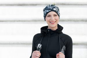 Chemo hat for active women Infinity Power Black and White Sporty woman wearing a black and white abstract headwear